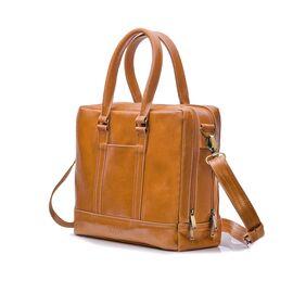 Элегантная кожаная сумка на плечо для ноутбука светло коричневая, фото